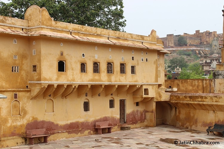 Rooms aside Panna Meena ka Kund