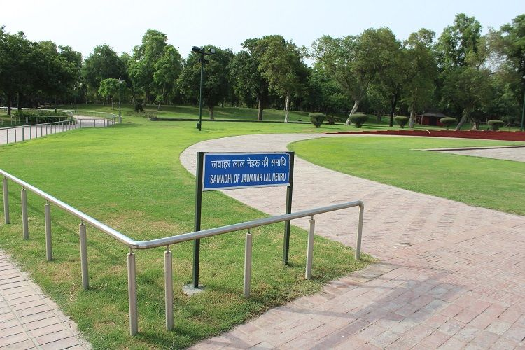Sign board of Nehru's Samadhi