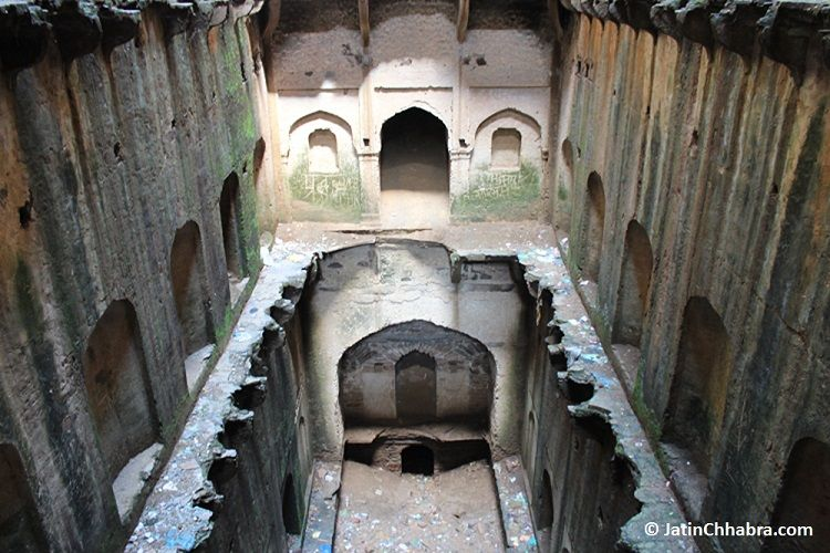 Last floor of Neemrana Baoli