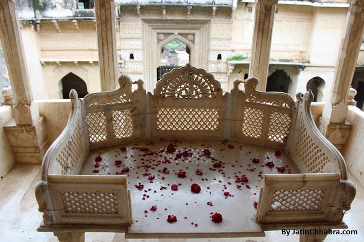 Throne at Ratan Mahal
