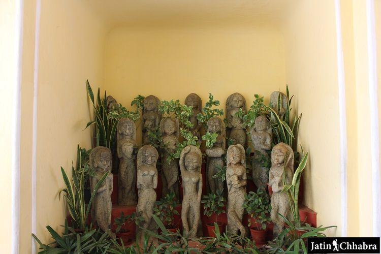 Interesting Statues at Chandra Mahal