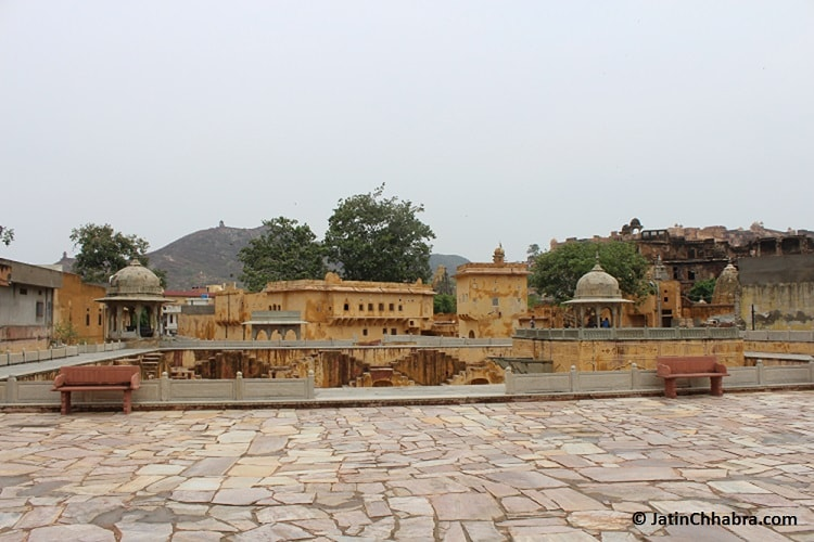 The entry view of Panna Meena ka Kund