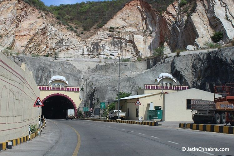 Way towards Chand Baori via Jaipur Agra Highway