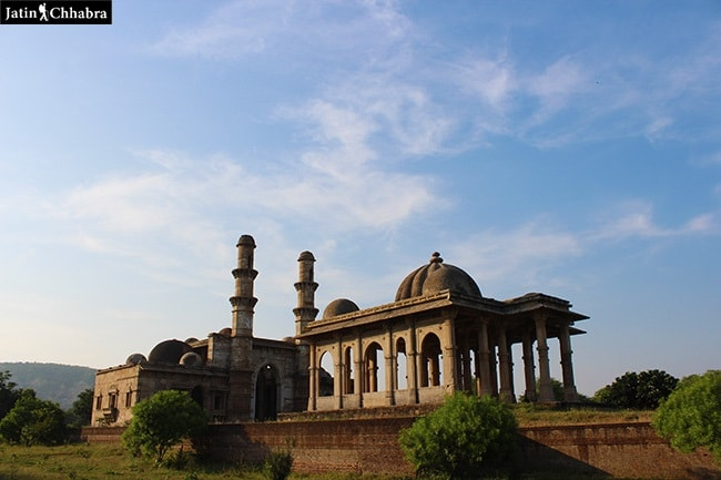 Kevda Masjid and cenotaph