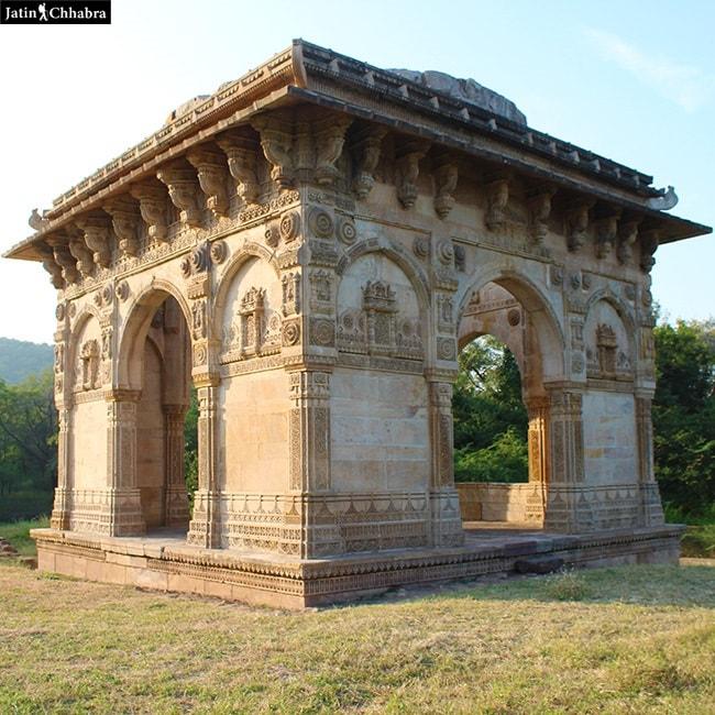 Nagina Masjid Cenotaph